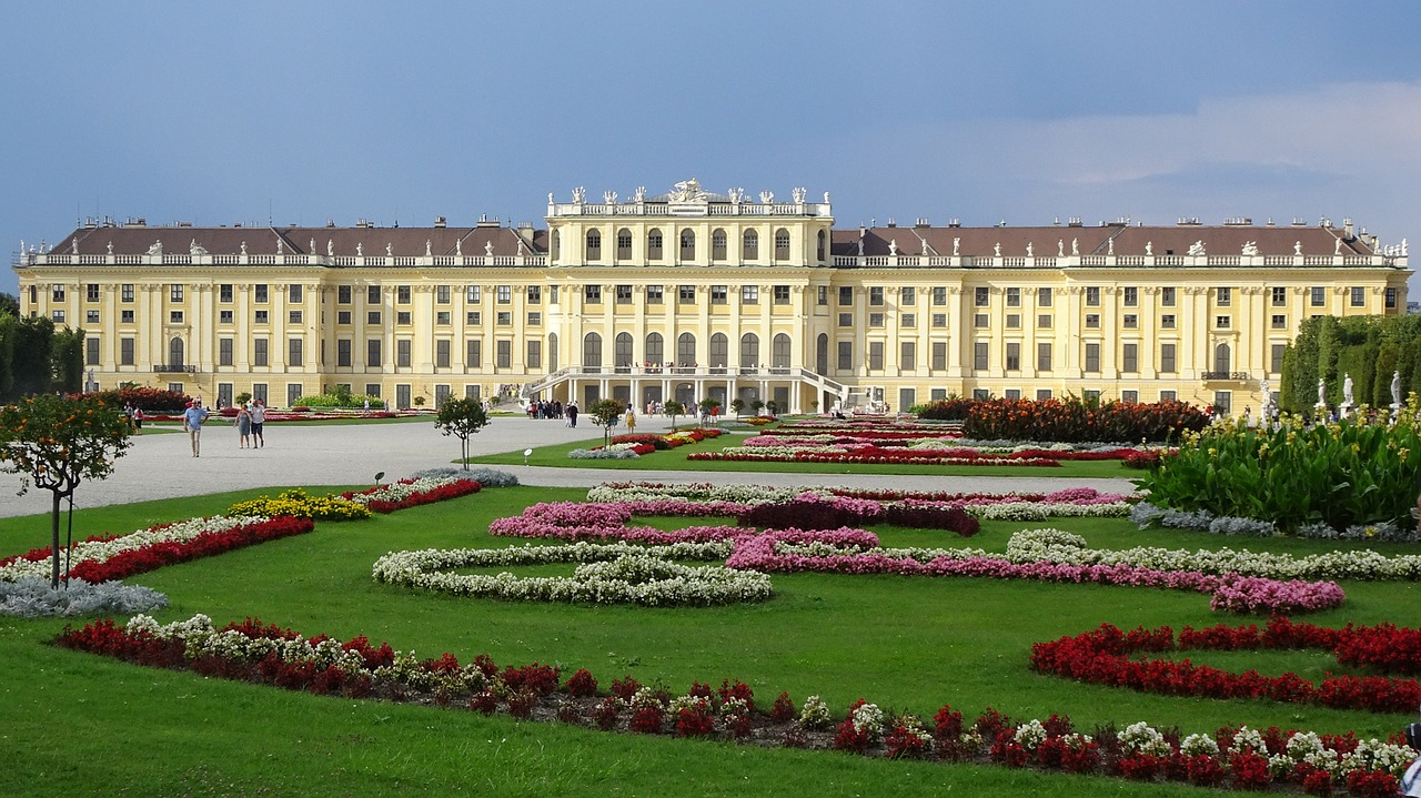 schonbrunn-palace-1735571_1280
